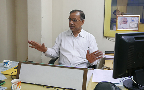 Umesh Rajput's news editor Ghanshyam Gupta, pictured at the Nai Dunia offices, says the journalist was always objective in his reporting. (CPJ/Sumit Galhotra)