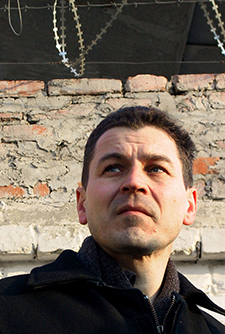 Russian investigative journalist Grigory Pasko leaves prison in Ussuriysk, January 23, 2003. (Reuters/Igor Onuchin)