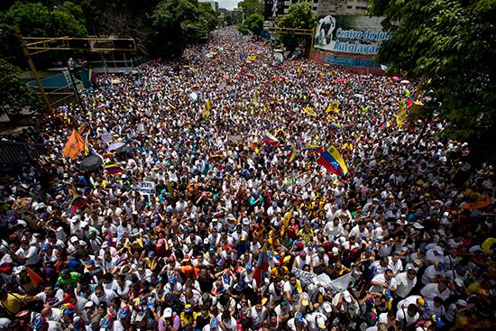 Manifestantes de la oposición participan de una masiva protesta en Caracas, el 1 de septiembre de 2016. (AP/Ariana Cubillos)  (AP/Ariana Cubillos)