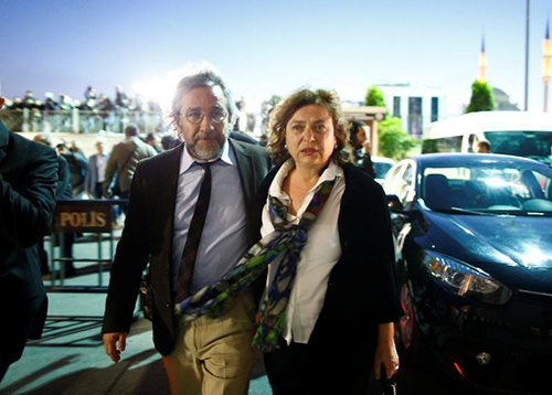 Turkish journalist Can Dündar and his wife, Dilek, who had her passport confiscated in September. (Reuters/Osman Orsal)
