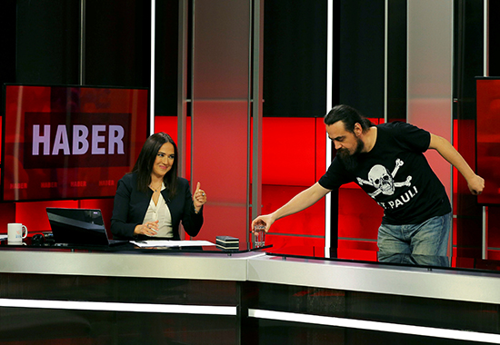 News anchor Banu Guven (L) gets ready for a news broadcast at a studio of IMC TV, a news broadcaster slated for closure, in Istanbul, Turkey, September 30, 2016. (Reuters/Huseyin Aldemir)