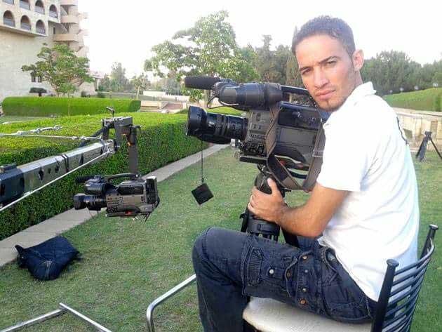 مقاتلوا تنظيم الدولة الإسلامية أعدموا المصور الصحفي جلاء العبادي في الموصل في عام 2015. وقد قُتل ستة صحفيين على الأقل على يد المتطرفين الذين سيطروا على المدينة. (شبكة مراسلي نينوى)