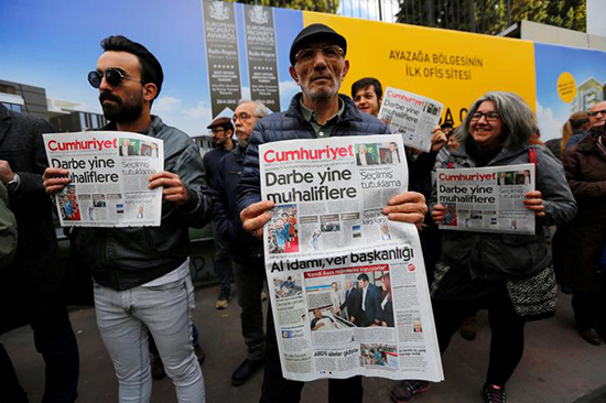 Supporters of Cumhuriyet newspaper protest police's October 31, 2016, raid of the newspaper's office in Istanbul. (Reuters/Murad Sezer)