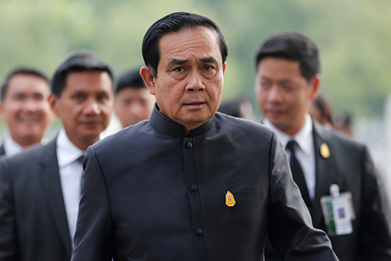 Thai Prime Minister Prayuth Chan-ocha arrives for the weekly cabinet meeting, December 7, 2016. (Reuters/Chaiwat Subprasom)