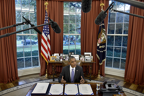 President Obama signs the Freedom of Information Improvement Act of 2016. Journalists say there are still delays in accessing information. (AFP/Brendan Smialowski)