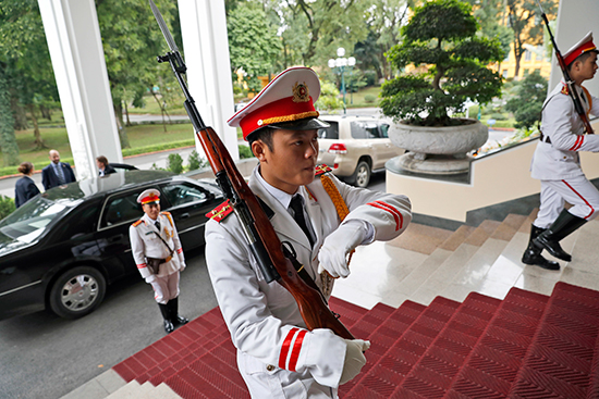 An honor guard welcomes U.S. Secretary of State John Kerry to the Office of Government in Hanoi, January 13, 2017. (Alex Brandon/AP/Pool)