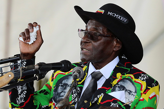 Zimbabwean President Robert Mugabe speaks to supporters gathered to celebrate his 93rd birthday near Bulawayo, February 25, 2017. (Reuters/Philimon Bulawayo)