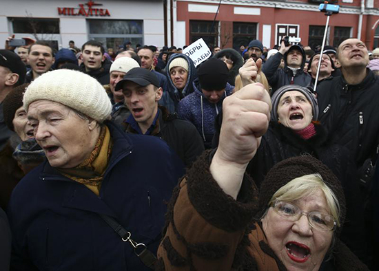 Belarusians protest in the eastern city of Bobruisk, March 12, 2017. (Reuters/Vasily Fedosenko)