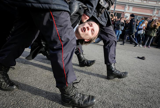 Security forces arrest a protester in Moscow, March 26, 2017. (Reuters/Maxim Shemetov)