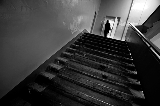 A man leaves the editorial office of Novaya Gazeta in Moscow, January 26, 2009. (AP/Alexander Zemlianichenko)