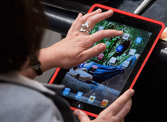 A German legislator uses a mobile device during a session of the Bundestag in Berlin, March 1, 2013. (AP/Gero Breloer)