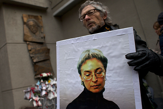 A man holds a photograph of murdered Novaya Gazeta investigative reporter Anna Politkovskaya outside the newspaper's Moscow office on October 7, 2014, the eighth anniversary of her death. Politkovskaya was known for her work exposing human rights abuses in Chechnya and the North Caucasus region. (AP/Ivan Sekretarev)