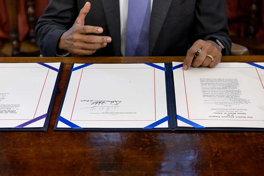 Barack Obama signs the Freedom of Information Improvement Act in Washington DC in June 2016. The act provides access to public records. (AFP/Brendan Smialowski)