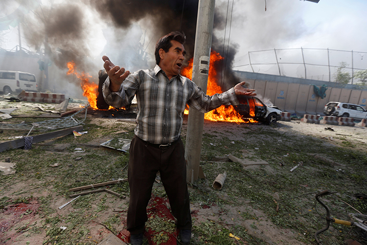 A man reacts at the site of a lethal blast in Kabul, Afghanistan, May 31, 2017. (Reuters/Omar Sobhani)