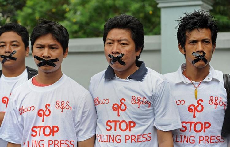 "Journalists wearing T-shirts saying ""stop killing press"" protest in Yangon, Myanmar, July 12, 2014. (AFP/Soe Than Win)"