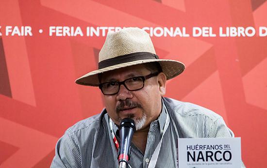 Javier Valdéz Cárdenas, retratado em lançamento de livro, em novembro de 2016. O jornalista mexicano foi assassinado no estado de Sinaloa em 15 de maio. (AFP/Héctor Guerrero)