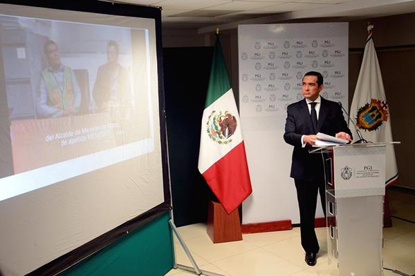 Veracruz prosecutor general Luis Ángel Bravo at a 2015 news conference in Veracruz about the murder of Moises Sánchez. Medellin mayor Omar Cruz Reyes is accused of ordering the journalist's murder. (Reuters/Oscar Martinez)