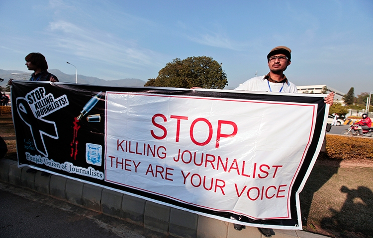 Journalists demonstrate in front of the parliament building in Islamabad, January 28, 2013. (Reuters/Faisal Mahmood)