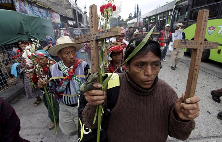 Os guatemaltecos recordam os mortos no conflito civil interno de 36 anos na Cidade da Guatemala, 25 de fevereiro de 2016. (Reuters / Josue Decavele)