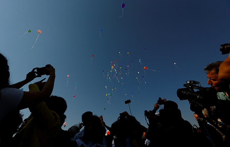 Journalists and press-freedom advocates release balloons outside the Istanbul courthouse where 17 employees and board members of the newspaper Cumhuriyet went on trial, July 24, 2017. (Reuters/Murad Sezer)