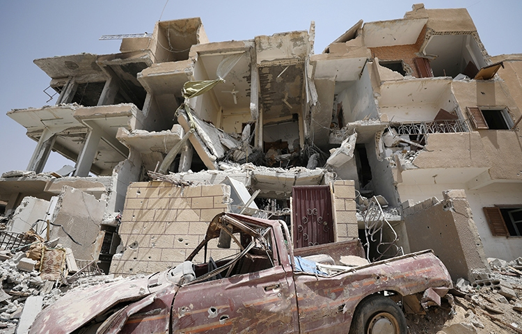 A damaged building is seen in Raqqa, Syria, July 28, 2017. (Reuters/Rodi Said)