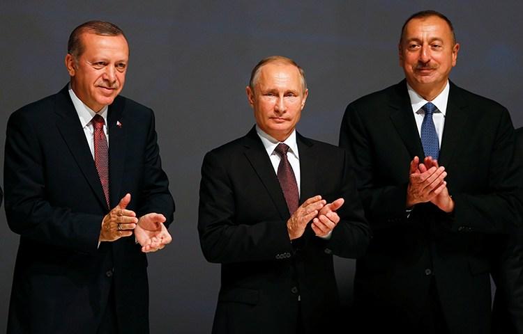 Azerbaijani President Ilham Aliyev (right) stands with Turkish President Recep Tayyip Erdoğan (left), and Russian President Vladimir Putin at an energy summit in Istanbul, October 10, 2016. (Reuters/Murad Sezer)