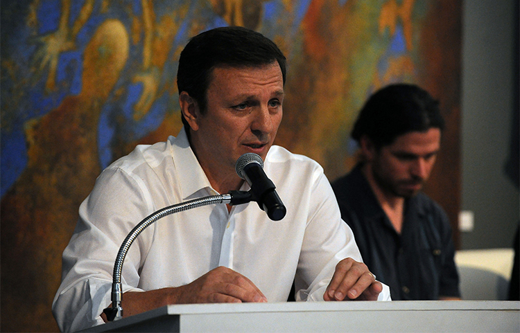Carlos Lauría del CPJ habla en la ciudad de México sobre su amigo Javier Valdez, ganador del Premio Internacional a la Libertad de Prensa. (AFP/Bernando Montoya).