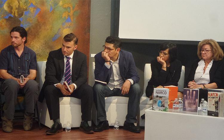 O jornalista John Gibler junto a Everard Meade, Alejandro Almazán, Anabel Hernández e Tracy Wilkinson participaram da homenagem a Javier Valdez na Cidade do México. (Leopoldo Massud Orive)