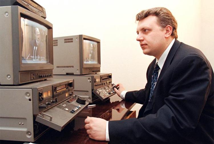 Павел Шеремет снят в 1998 году, когда он возглавлял одно из бюро на российском телеканале ОРТ. После того, как между ним и белорусским президентом возникли трения, журналист переехал в Москву. (Рейтер/Василий Федосенко)