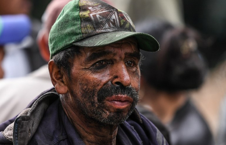 A Colombian miner waits for news of his colleagues after an explosion in a coal mine, June 24, 2017. Documentary filmmaker Bladimir Sánchez Espitia, who has reported on alleged human rights abuses in the country's mining industry, told CPJ his life has been repeatedly threatened over the past five years.