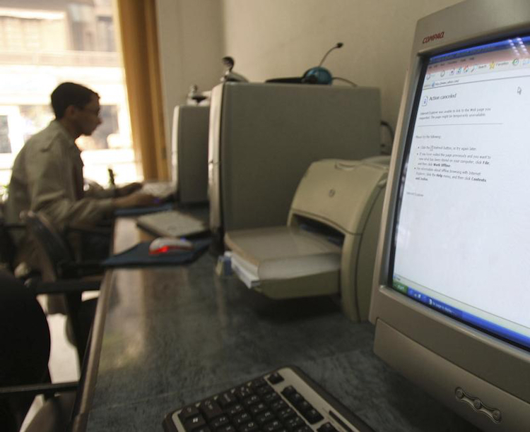 A computer in an internet cafe in Cairo displays an error message in this December 2, 2008, file photo. (Reuters/Amr Dalsh)