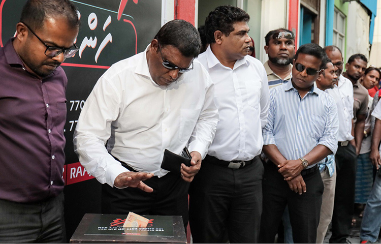 Supporters donate money to Maldives broadcaster Raajje TV, which has been subject to large fines for alleged defamation in relation to its critical reporting. (Raajje TV/Mohamed Sharuhaan)