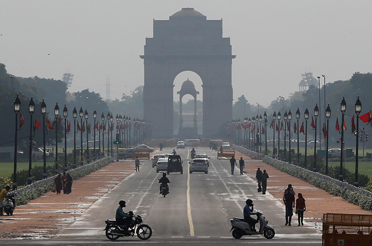 People ride past the India Gate in New Delhi, India September 1, 2017. Chhattisgarh regional police said they searched Vinod Verma's New Delhi home and allegedly found over 500 CD copies of a sex tape Verma used to extort and blackmail a government minister. (Reuters/Adnan Abidi)