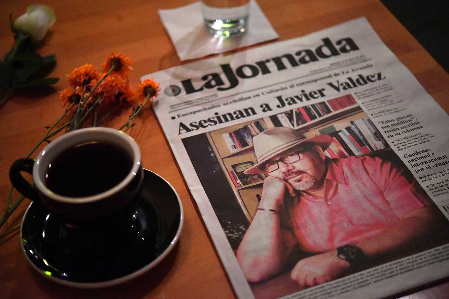 A tribute to Javier Valdez Cárdenas is left at a café in Culiacan that the Mexican journalist used to visit. Valdez was shot dead outside his office in May 2017. (AFP/Yuri Cortez)