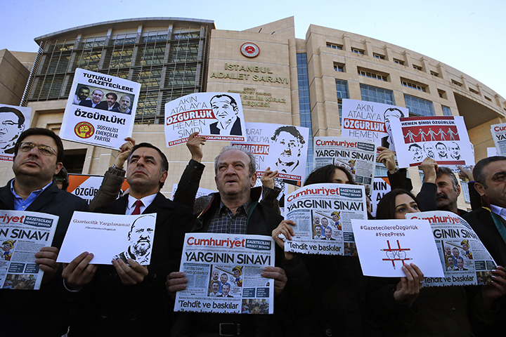 Demonstrators hold placards and copies of the Cumhuriyet daily newspaper as they stage a protest outside a court where the trial of about a dozen employees of the newspaper on charges of aiding terror groups, continues in Istanbul, Tuesday, Oct. 31, 2017. Most of them were released from prison earlier this month, but four of them, including editor-in-chief Murat Sabuncu and investigative journalist Ahmet Sik, are still in prison.(AP/Lefteris Pitarakis)