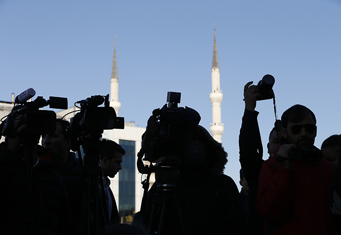 Members of the media cover a protest outside an Istanbul court during the trial of about a dozen newspaper employees on October 31, 2017. (AP/Lefteris Pitarakis)