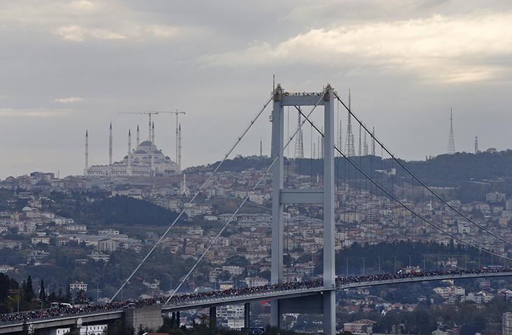 "A view of the ""July 15th Martyrs' Bridge"", formerly known as Bosporus Bridge, in Istanbul during a marathon on November 12, 2017. (AP/Lefteris Pitarakis)"