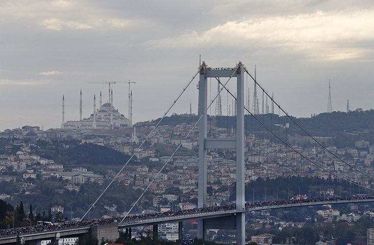"A view of the ""July 15th Martyrs' Bridge"", formerly known as Bosporus Bridge, in Istanbul during a marathon on November 12, 2017. (AP/Lefteris Pitarakis)"