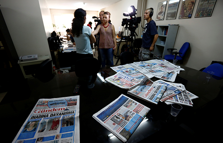 A journalist from the pro-Kurdish Ozgur Gundem gives an interview to a German TV channel at their newsroom in June 2016. A Turkish court on November 30, 2017, ordered the paper's former chief editor and former responsible editor to pay a fine of 100,000 Turkish liras (US$25,858) for not publishing a correction. (Reuters/Murad Sezer)