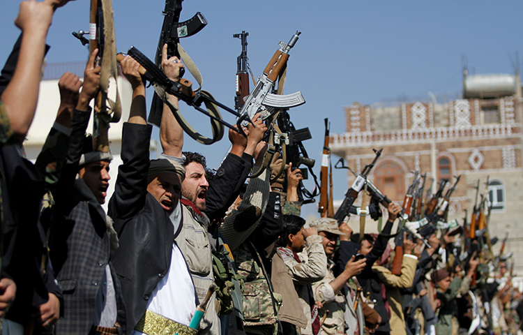 Tribesmen loyal to the Houthi movement hold their weapons as they attend a gathering to mark 1,000 days of the Saudi-led military intervention in the Yemeni conflict, in Sanaa, Yemen December 21, 2017. (Reuters/Mohamed al-Sayaghi)