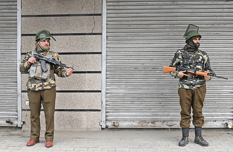 Indian paramilitary troopers stand guard in Srinagar in December, 2017. Freelancer Kamran Yousuf, who covers the Kashmir region, is facing anti-state charges. (AFP/Tauseef Mustafa)