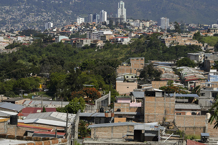 A view of Tegucigalpa in November 2017. Honduras lawmakers are considering a draft law that would regulate online speech. (AFP/Orlando Sierra)