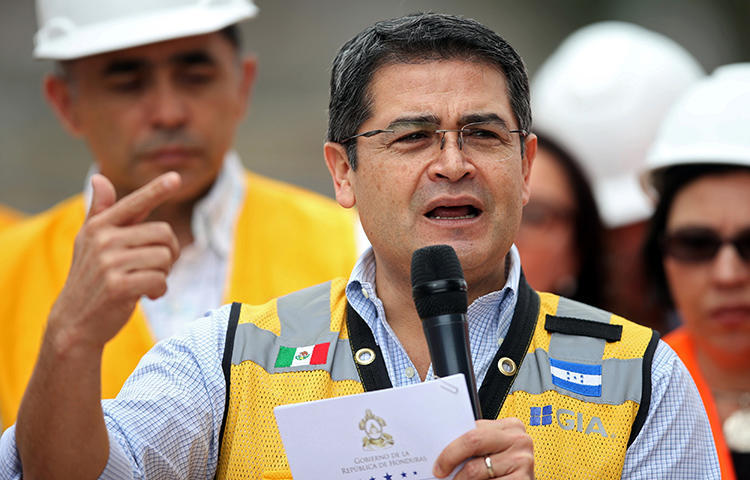 Honduras' President Juan Orlando Hernandez at a construction site in Tegucigalpa, Honduras in January 2018. An unidentified man with a knife attempted to attack journalist César Omar Silva on February 13 amid ongoing political unrest in Honduras following the reelection of President Juan Orlando Hernández and a subsequent security crackdown, according to reports. (Reuters/Edgard Garrido)