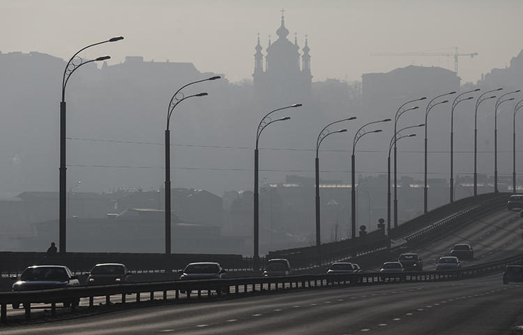 Cars drive on a highway on a sunny winter day in Kiev, Ukraine in January 2017. Igor Guzhva, editor-in-chief of the Kiev-based news website Strana, fled from Ukraine to Austria after receiving death threats, according to a statement published on the site.(Reuters/Gleb Garanich)