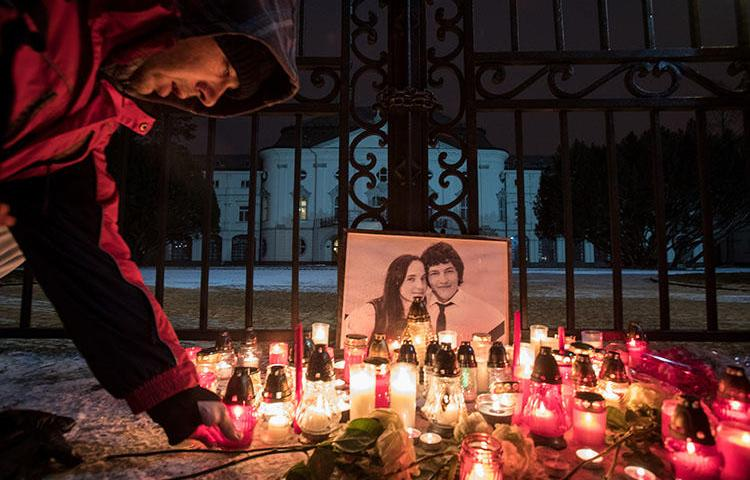 Candles are lit during a silent protest march to pay tribute to murdered Slovak journalist Jan Kuciak and his girlfriend, Martina Kusnirova, in Bratislava, Slovakia. CPJ and other press freedom groups are calling on the European Commission to investigate the killing. (AFP/Alex Halada)