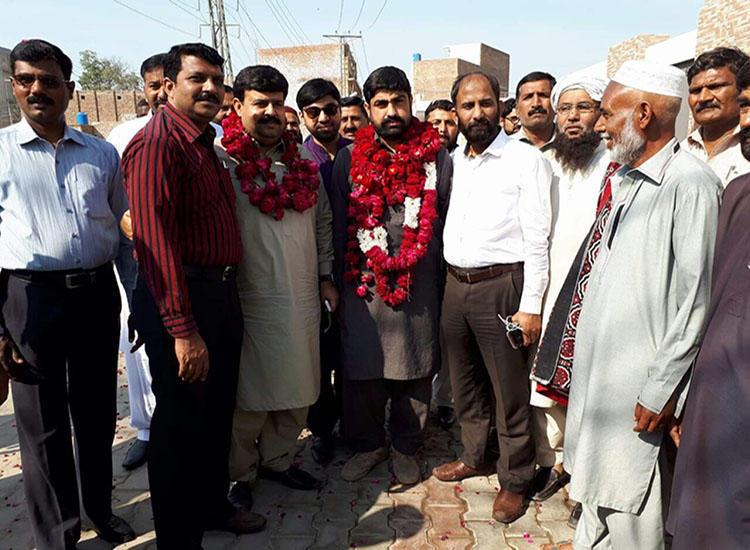 Pakistani journalist Hafiz Husnain Raza (center with garland) was released on bail March 10, 2018. (Hassaan Raza)
