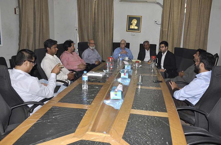 CPJ Program Coordinator Steve Butler and Multimedia Producer Mustafa Hameed speak to journalists at the Karachi Press Club in February. (CPJ)