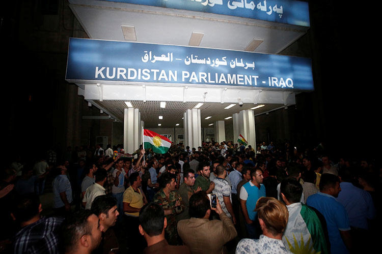 Demonstrators gather outside the Kurdistan Parliament building in Erbil, Iraq, on October 29, 2017. (Reuters/Azad Lashkari)