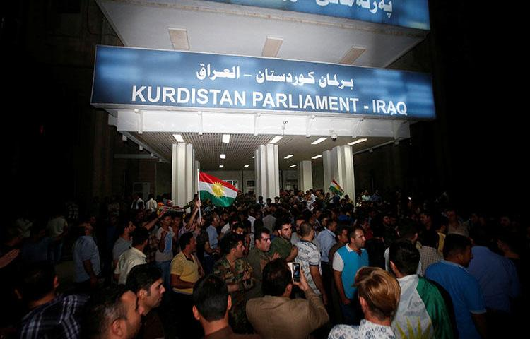 Demonstrators gather outside the Kurdistan Parliament building in Erbil, Iraq, on October 29, 2017. (Reuters/Azad Lashkari)