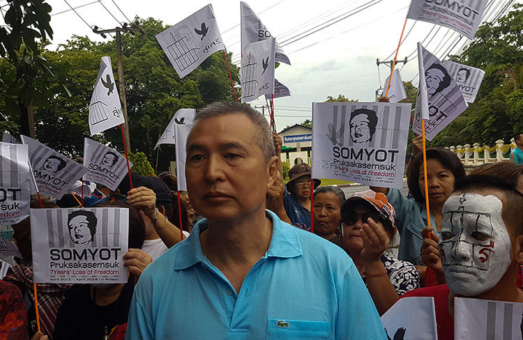 Thai editor Somyot Prueksakasemsuk, pictured with supporters after his release from jail after serving seven years. (Reuters/Aukkarapon Niyomat)